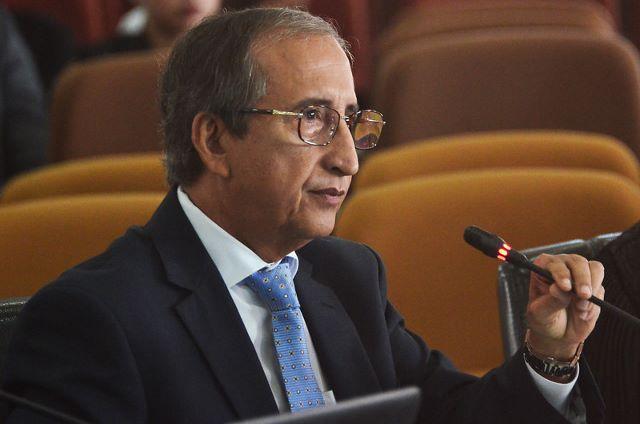 Desembargador Raimundo Barros em sessão