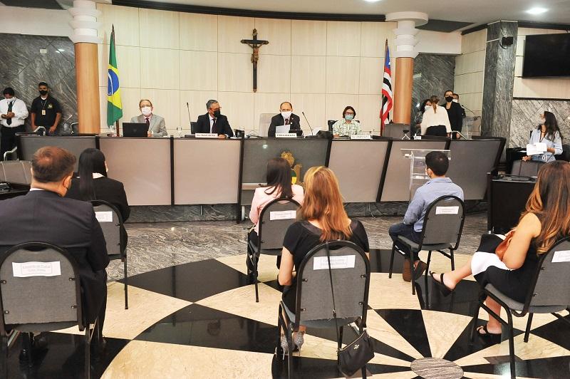 Judiciário empossa oito delegatários em cartórios do interior