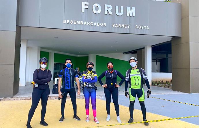 Servidores e servidoras do Fórum de São Luís usam bicicleta para irem ao trabalho