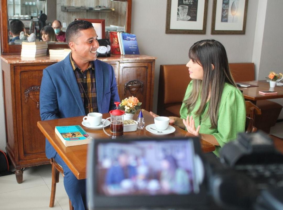 Douglas Lima da Guia é entrevistado por Anna Tereza Soares