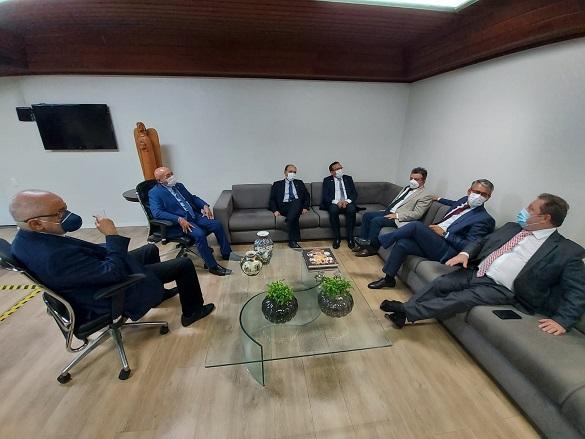 O presidente do TJPI, desembargador José Ribamar Oliveira, falou da alegria de receber os magistrados maranhenses