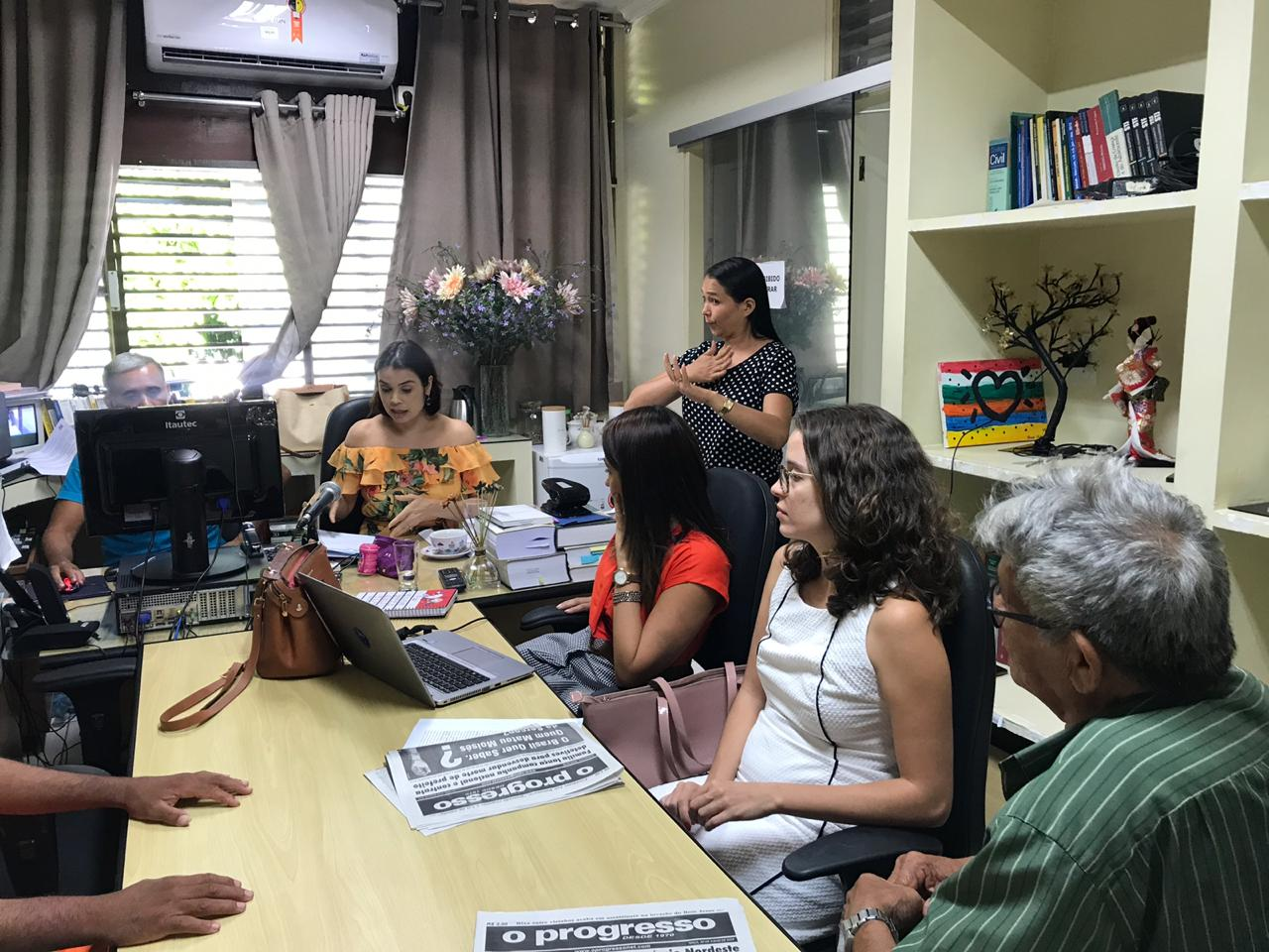 IMPERATRIZ | Juíza utiliza intérprete de LIBRAS em audiência de custódia com surdo-mudo