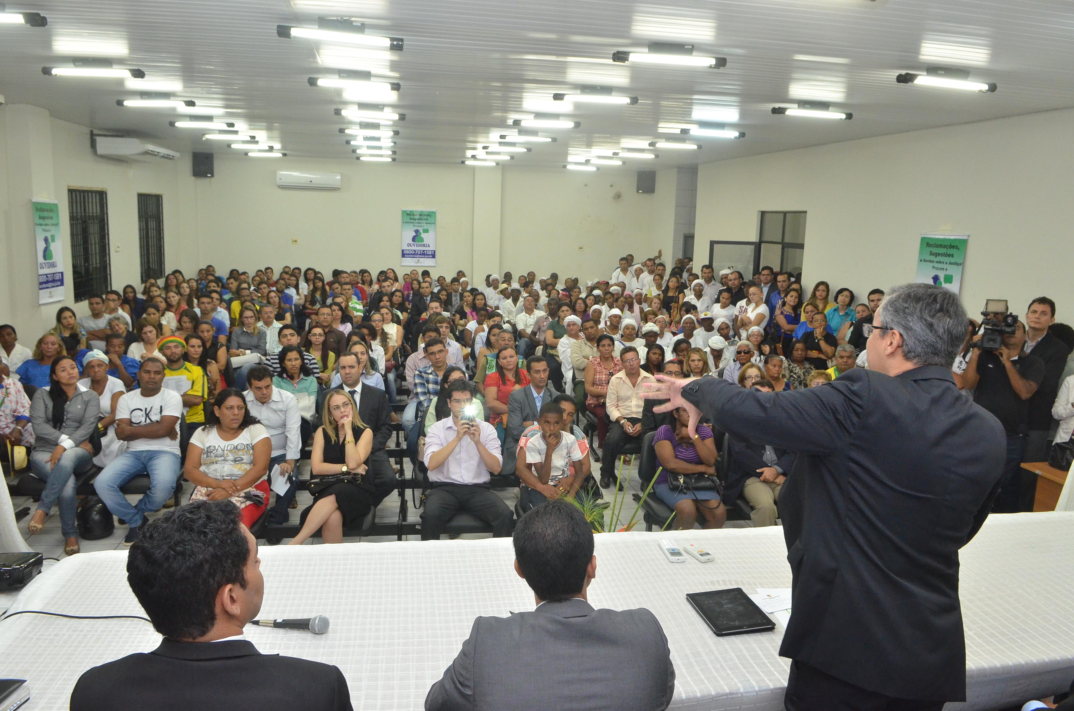 Ouvidor Judiciário prestando informações na Audiência Pública do polo de Bacabal